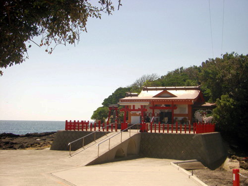 Kamafuta Shrine (竃蓋神社)