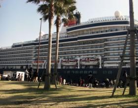 日本初寄港 歓迎!クイーンエリザベス号